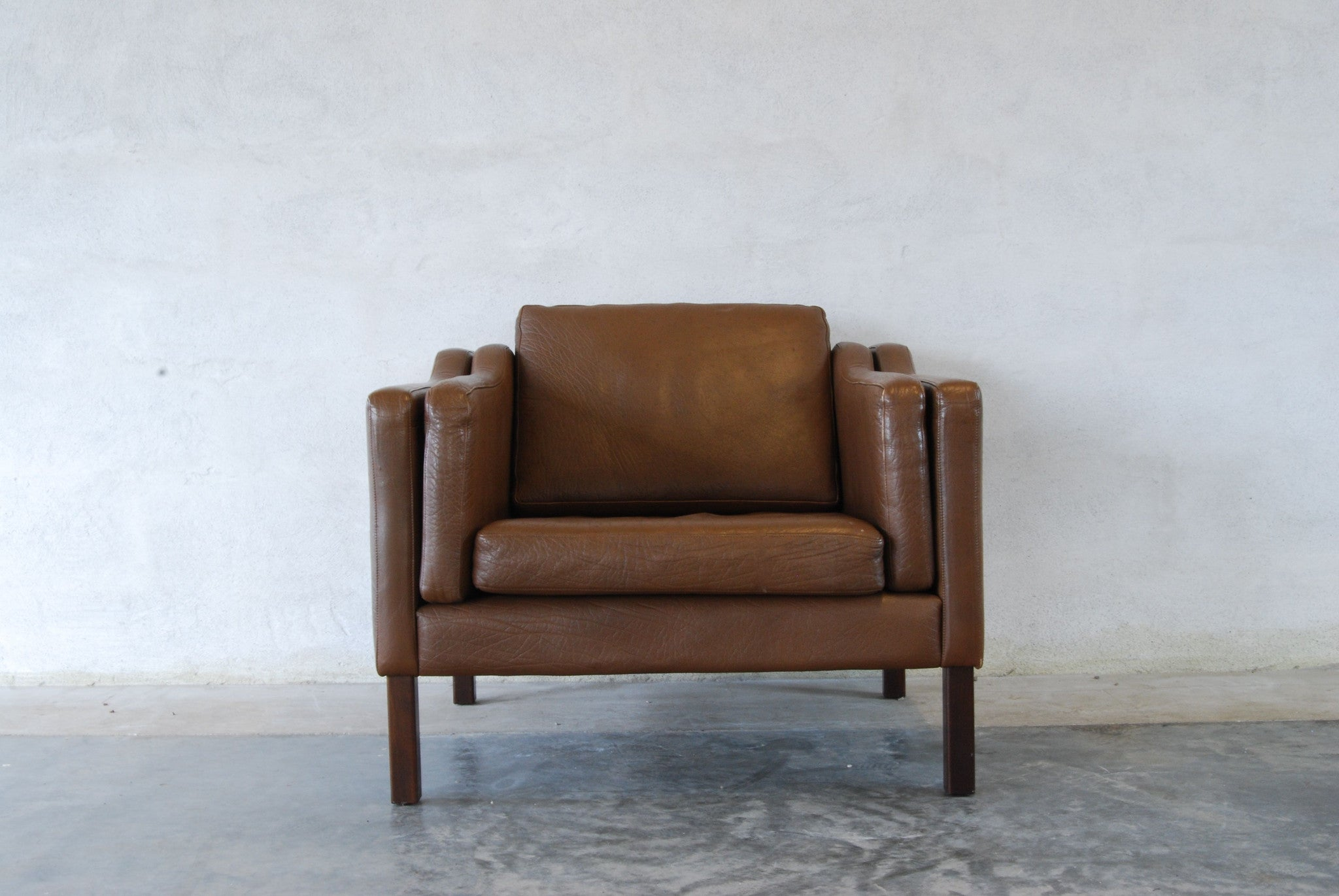 Lowback lounge chair in leather