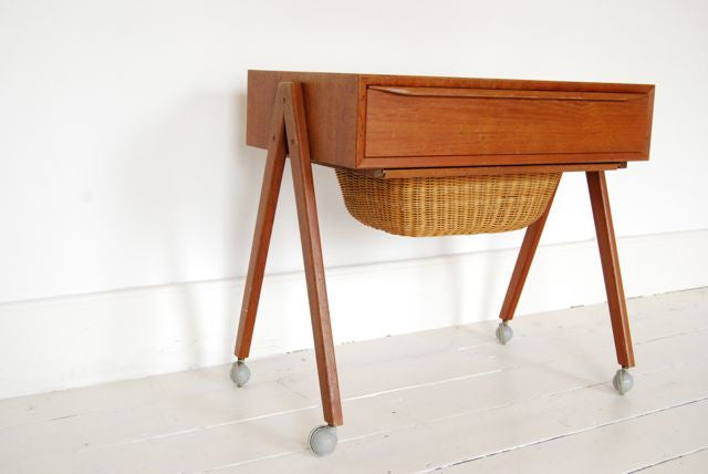 Sewing trolley with splayed legs