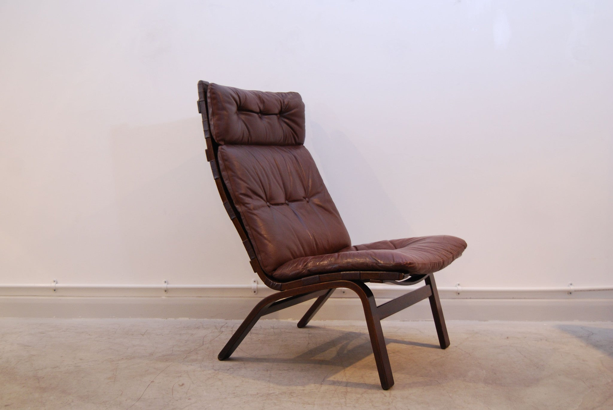 Highback Norwegian lounge chair