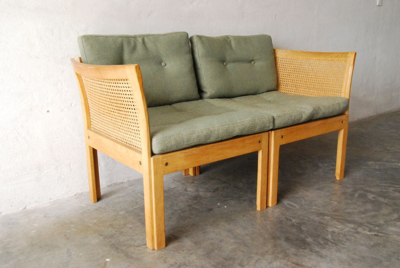 Two seat sofa by Illum Wikkelsíëí_