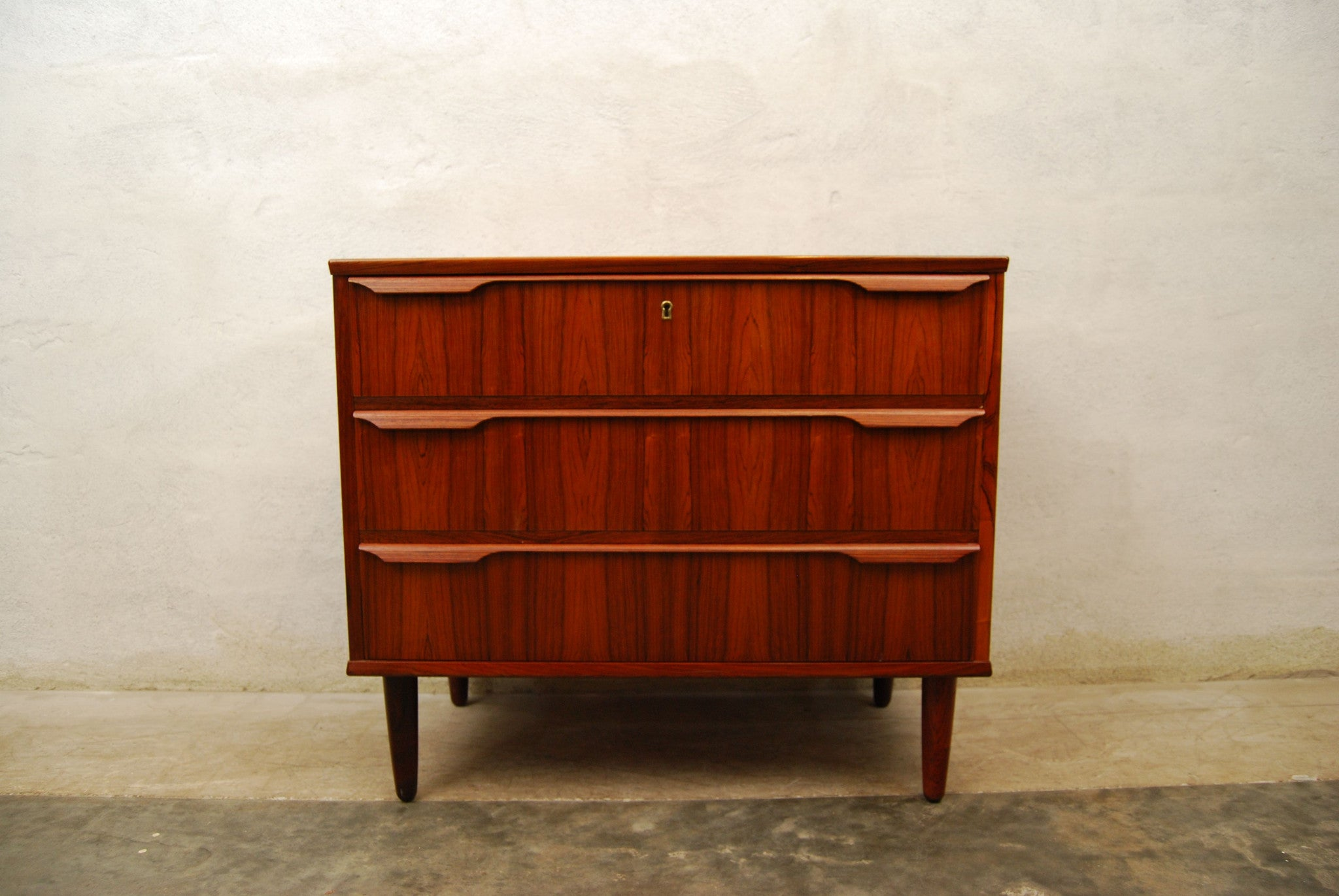 Short chest of rosewood drawers
