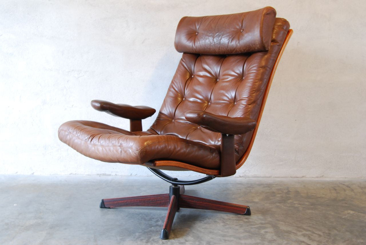 Pair of leather loungers by Gote Møbler