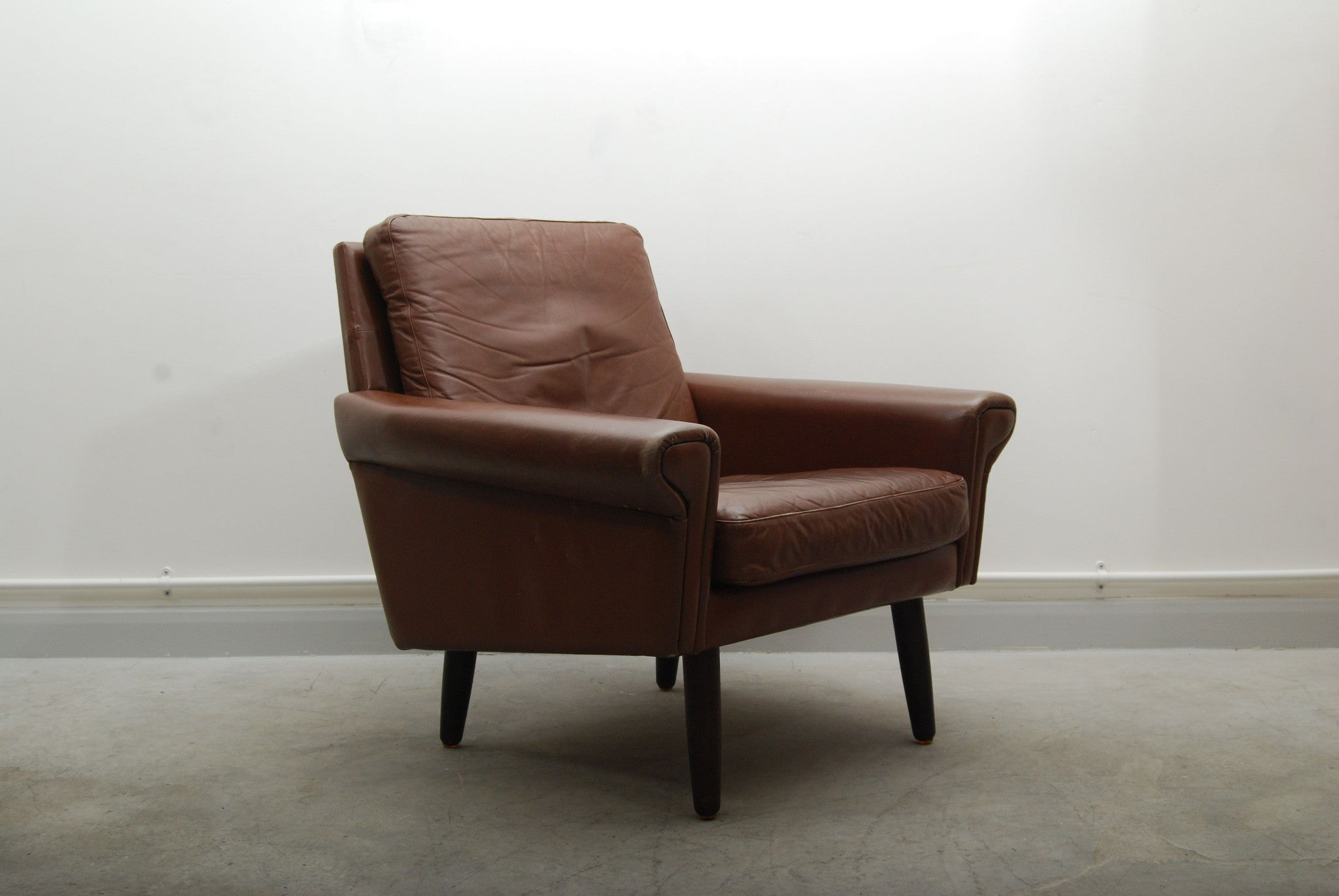 Lowback leather lounge chair