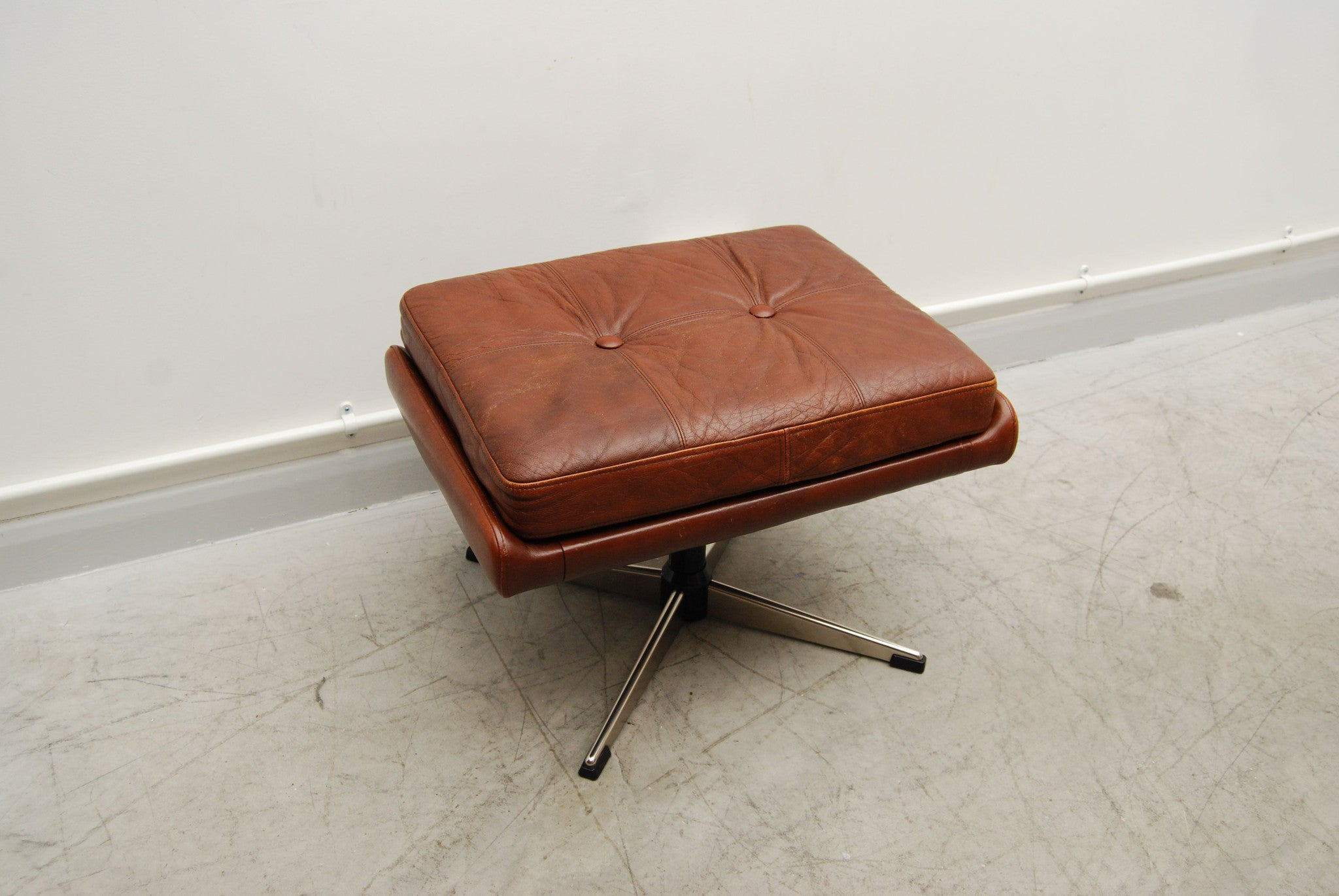 Skipper foot stool