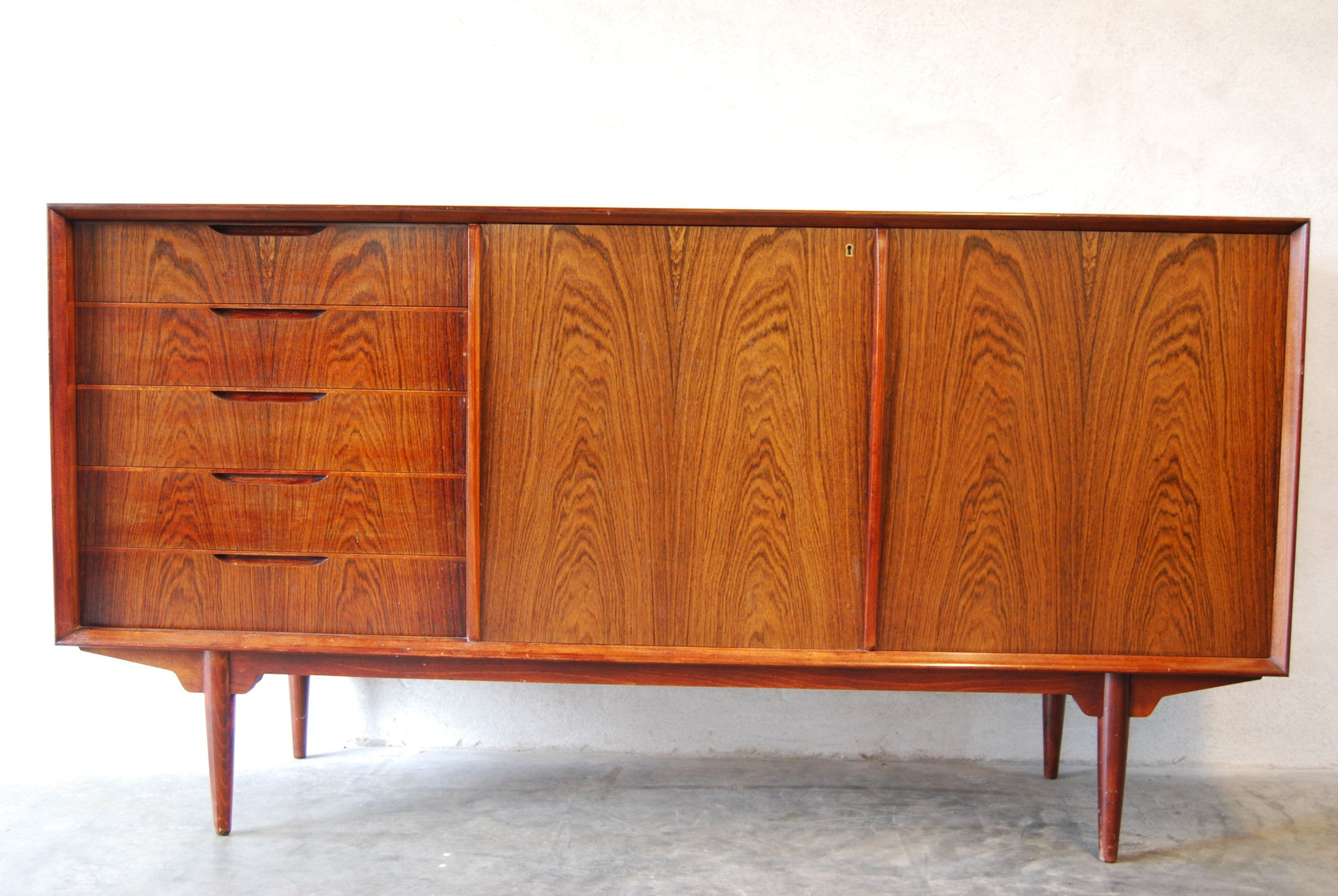 Rosewood sideboard by Seffle