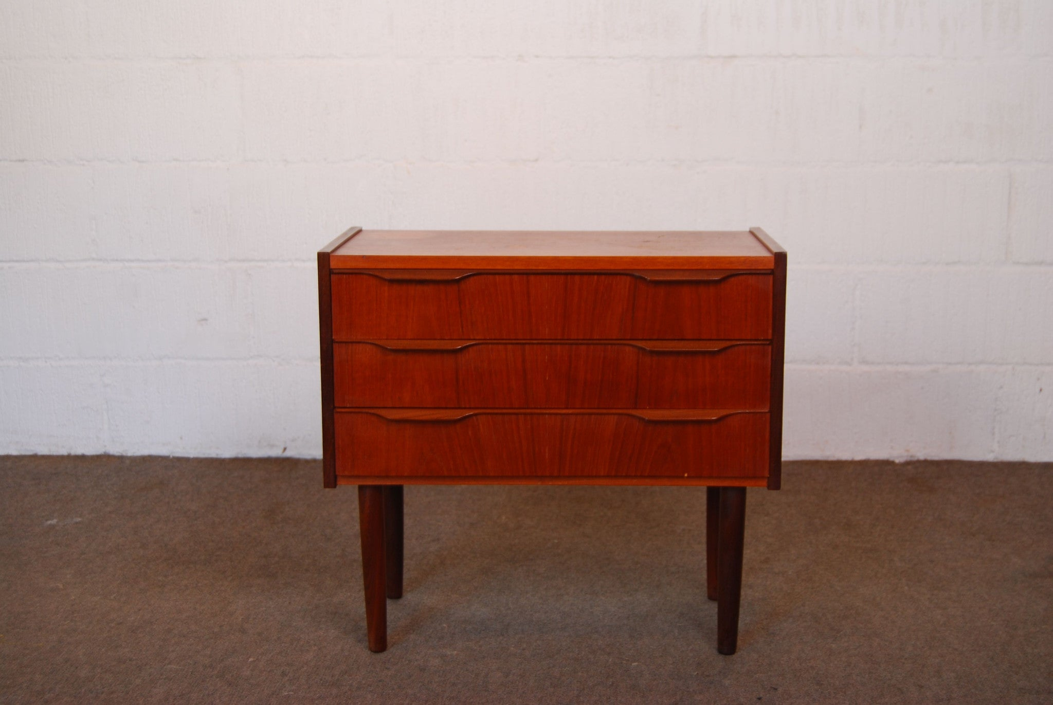 Short chest of three drawers in teak no. 1