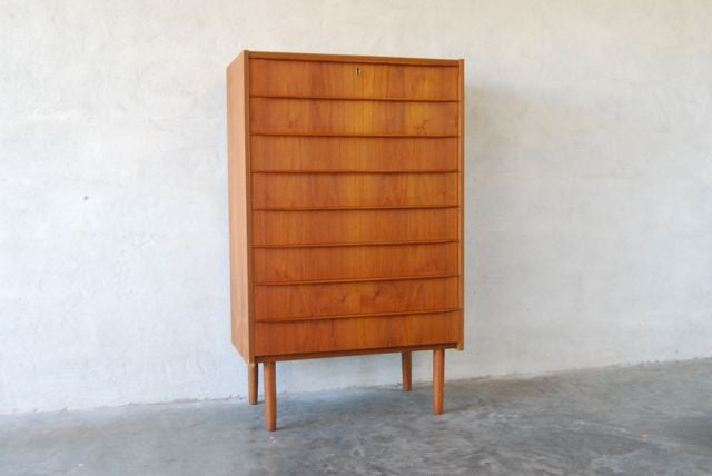 Chest of eight drawers in teak