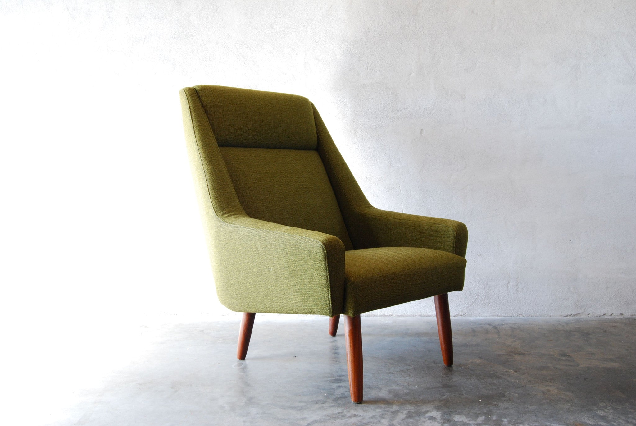 Lounge chair in forest wool