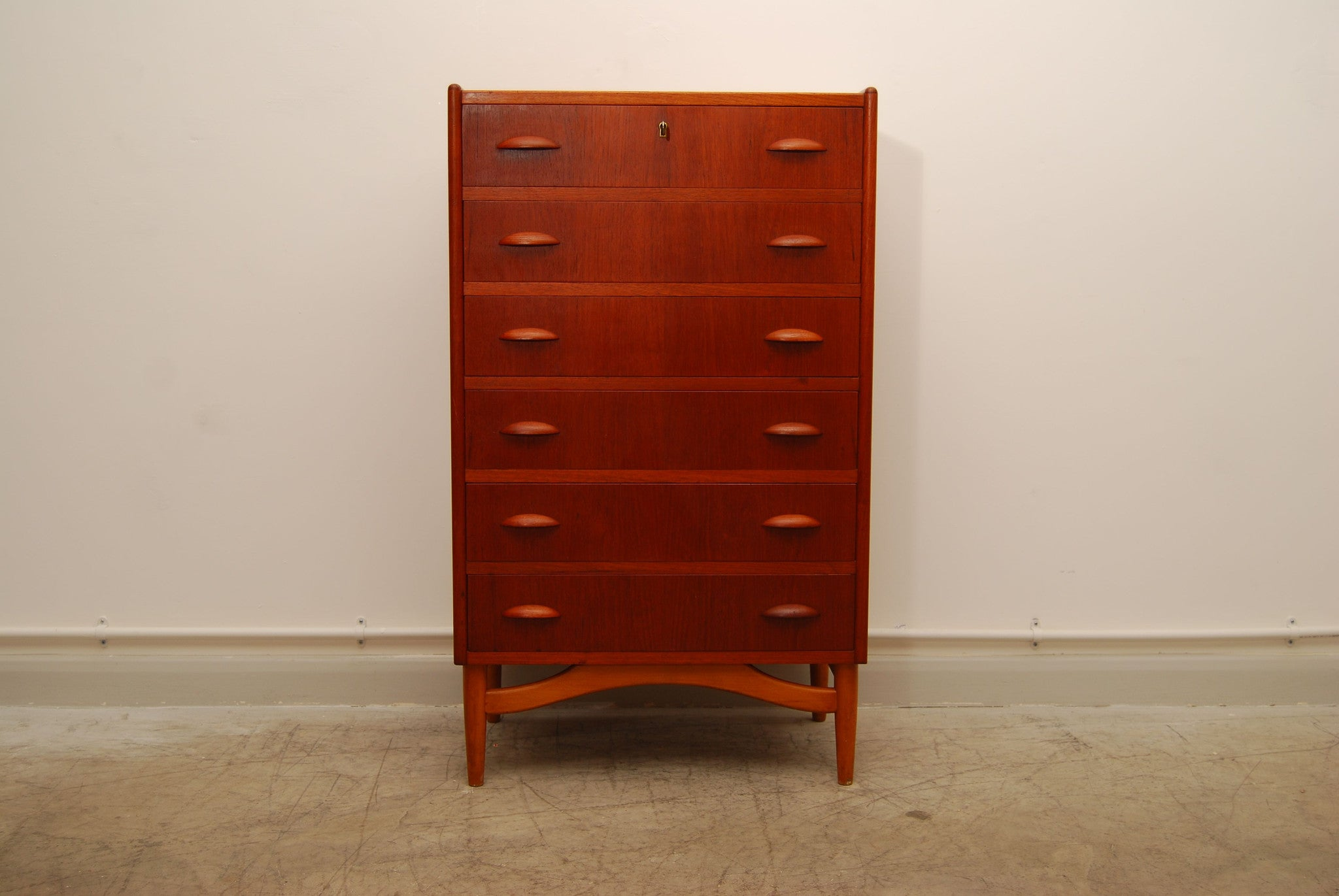 Teak and oak chest of drawers