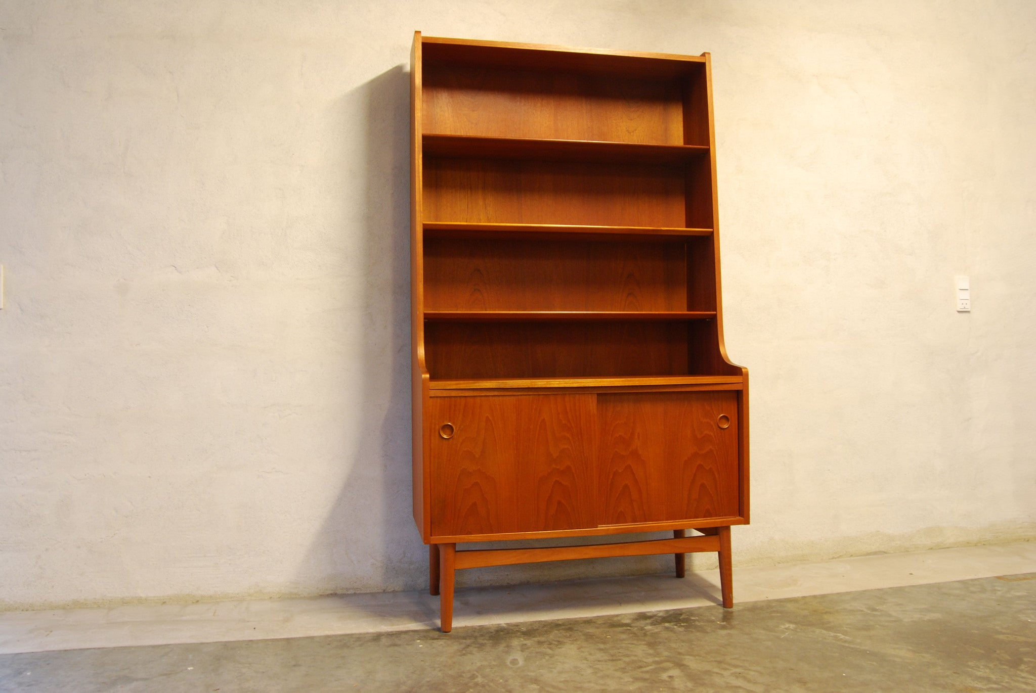 Bookshelf / storage unit