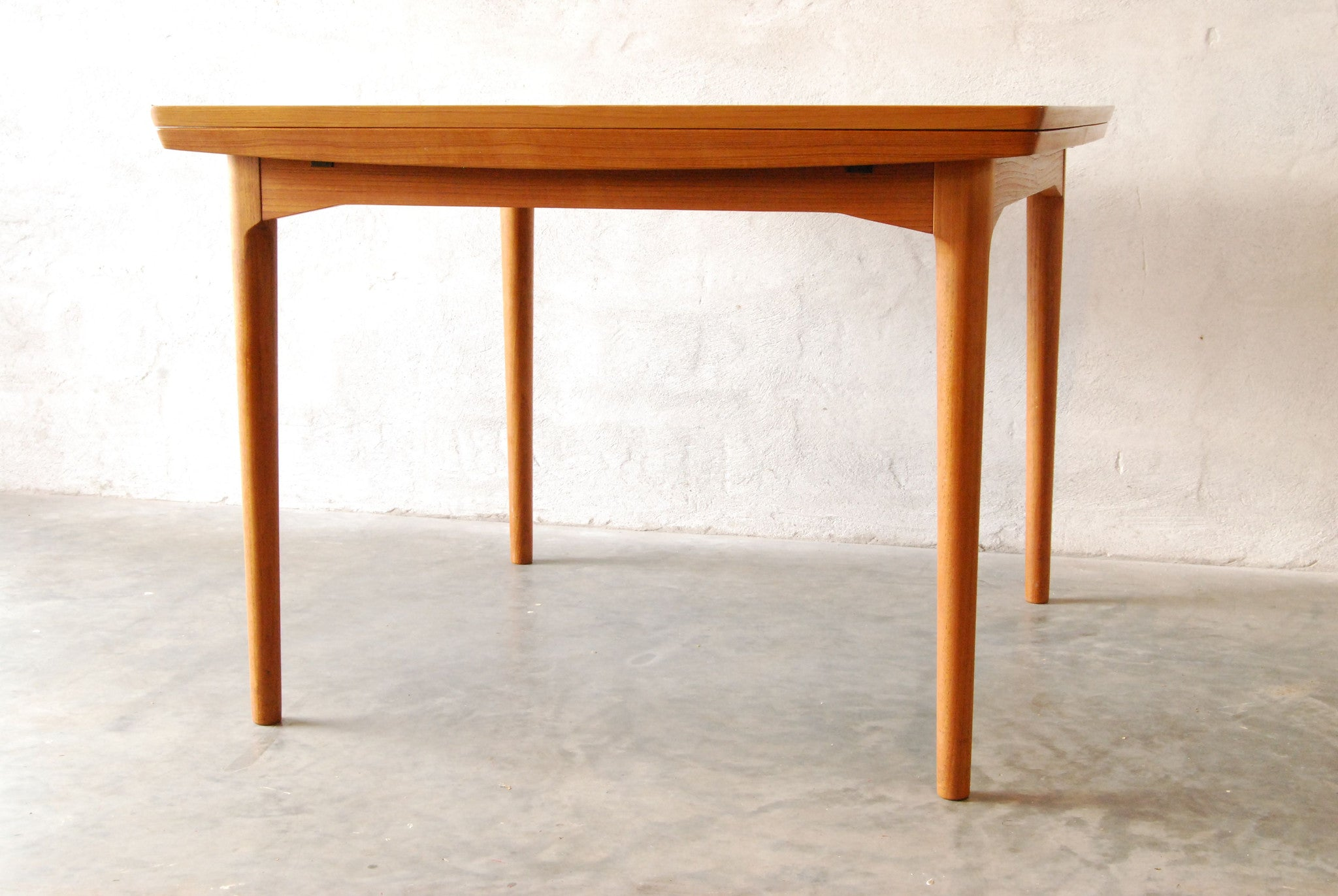 Dining table by CADO