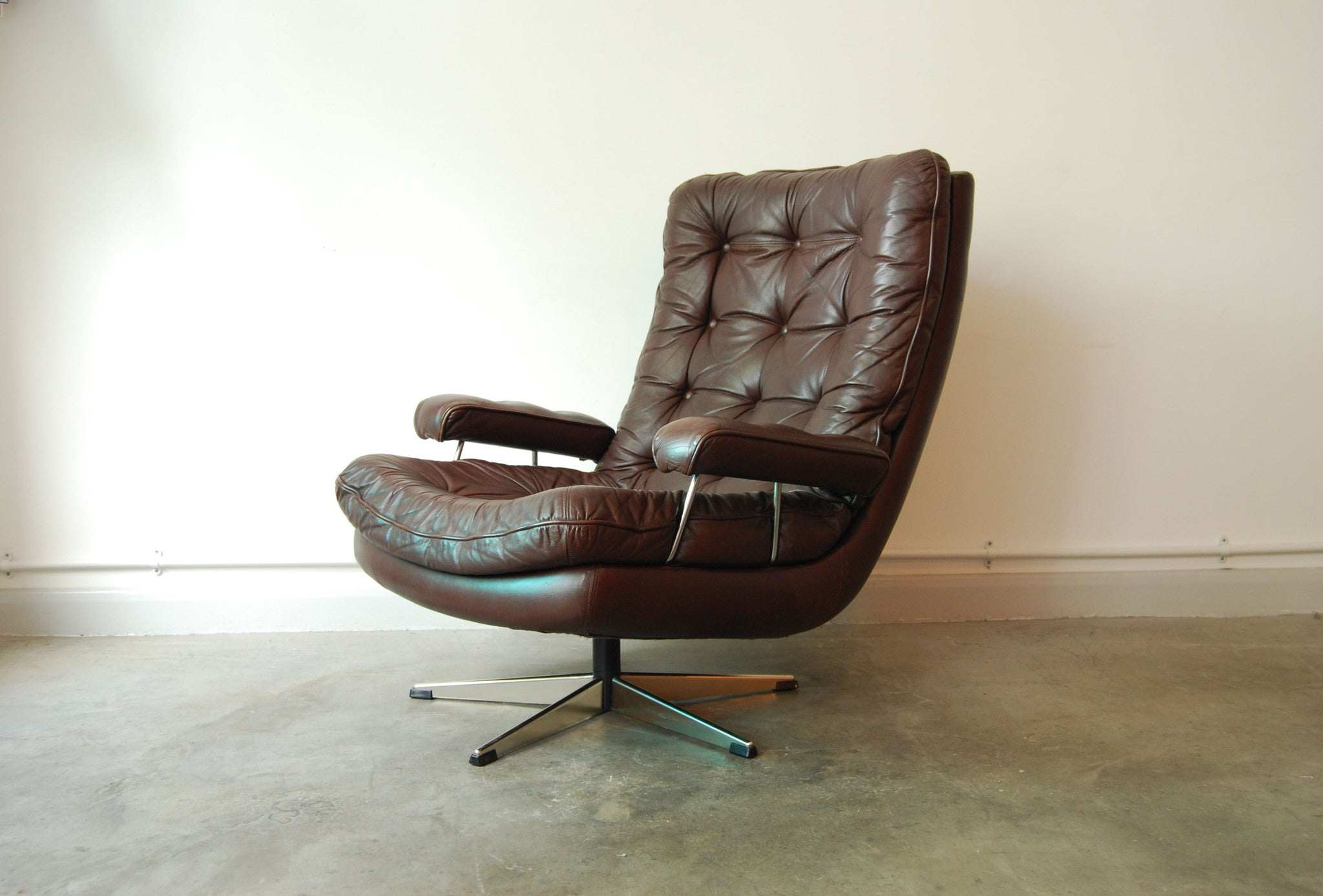 Leather lounge chair on swivel base