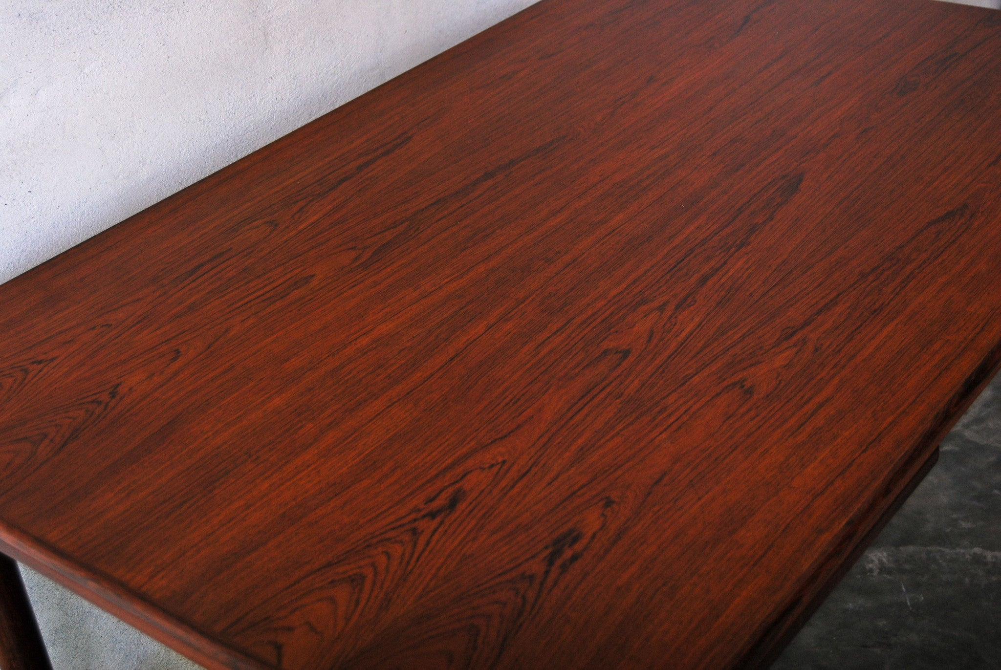 Rectangular dining table in rosewood