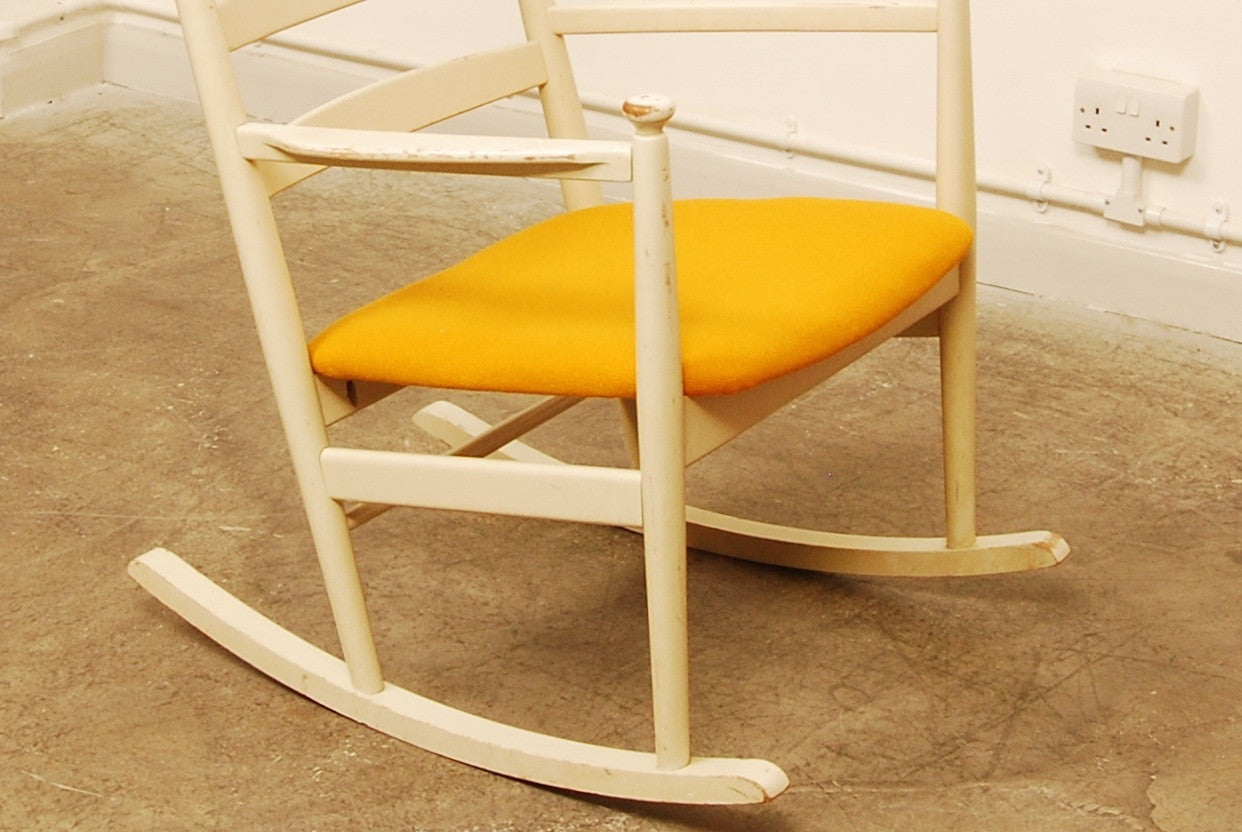 Rocking chair by Gemla Dio
