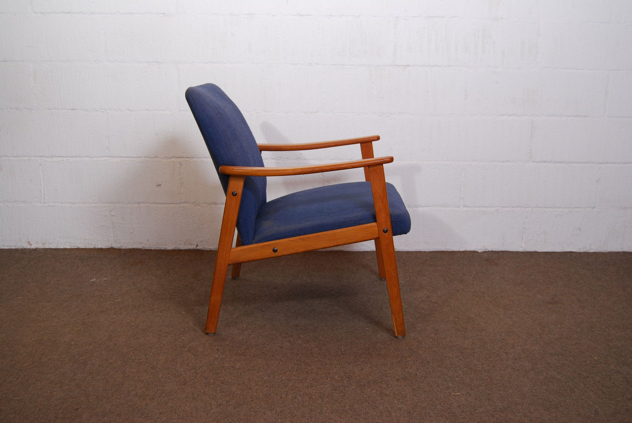 Occasional chair in teak and wool