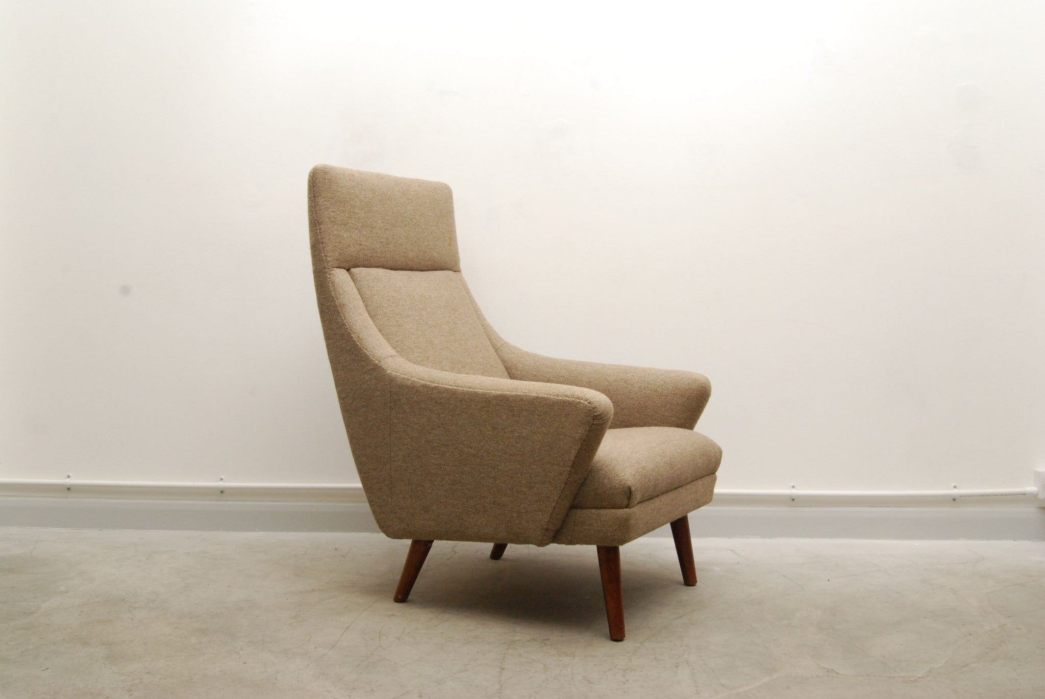 Highback rocking lounge chair