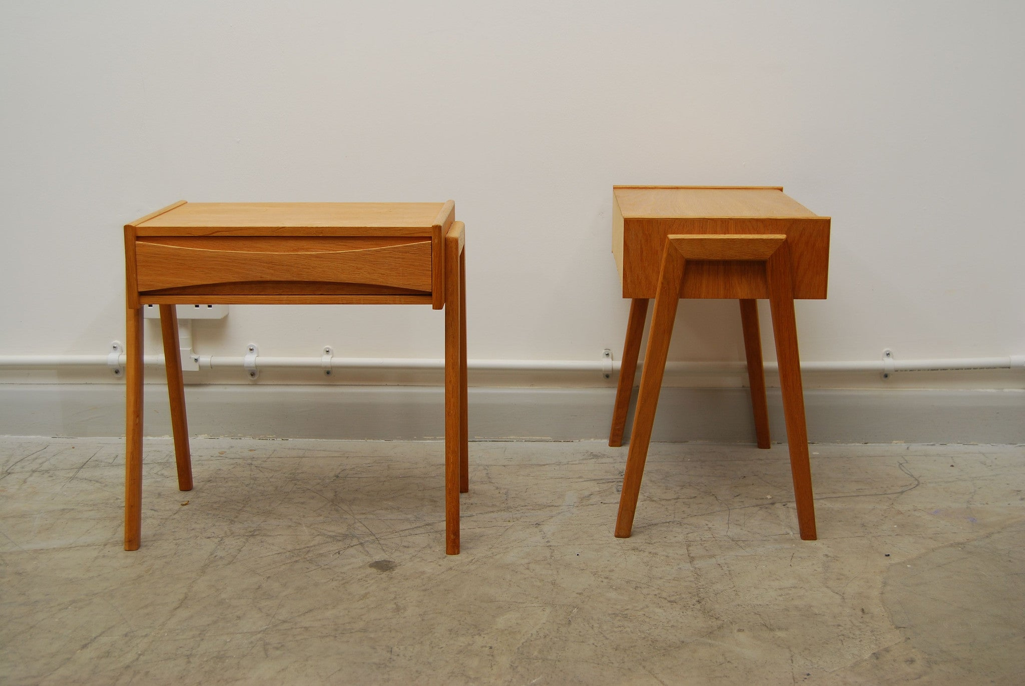 Pair of oak bedside tables by Arne Vodder