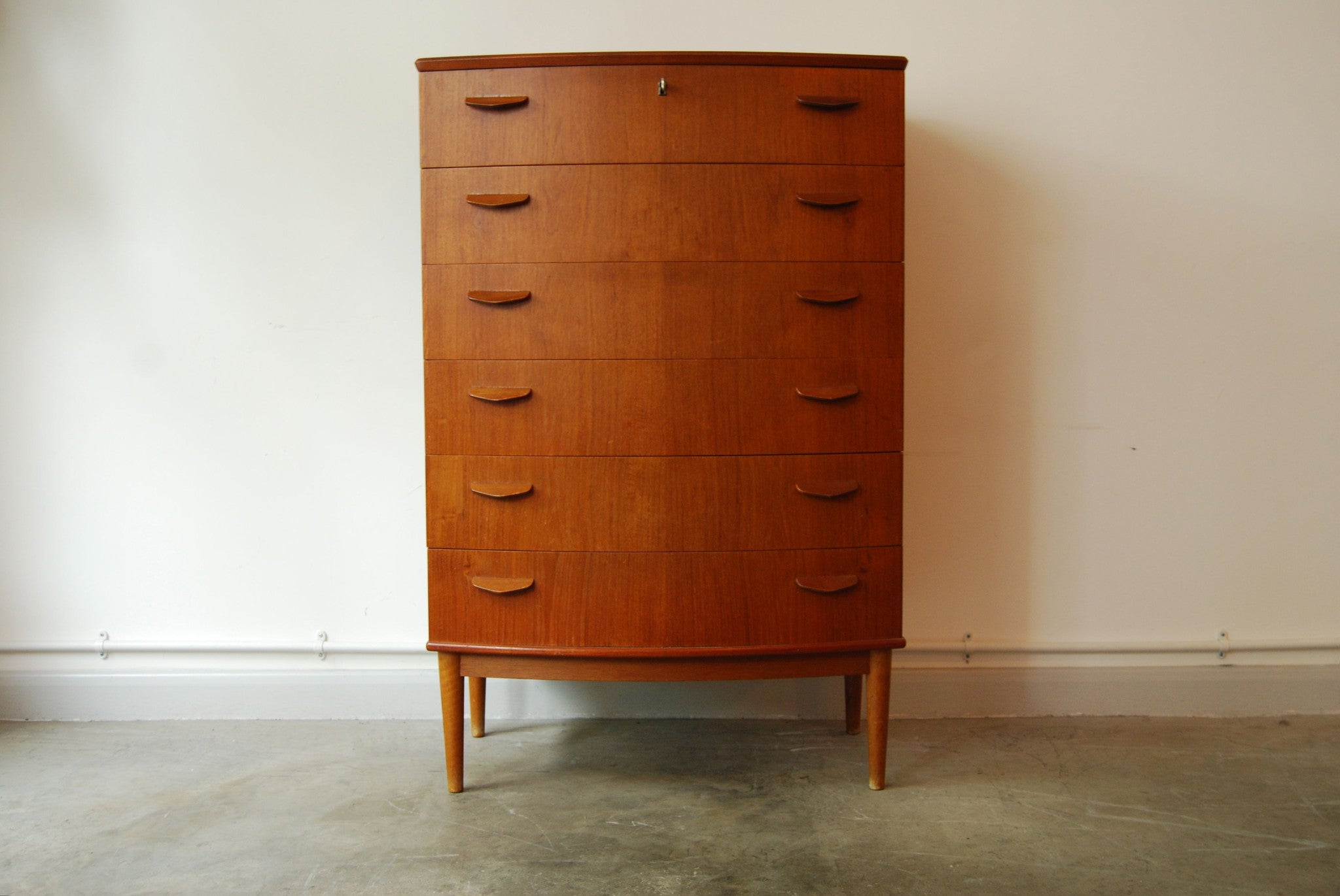 Chase & Sorensen Bow fronted chest of drawers