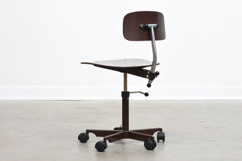 Children's task chair by Kevi