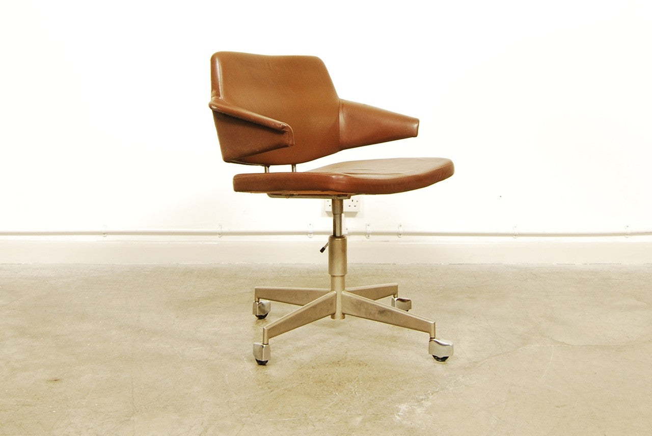 Leather desk chair by Labofa