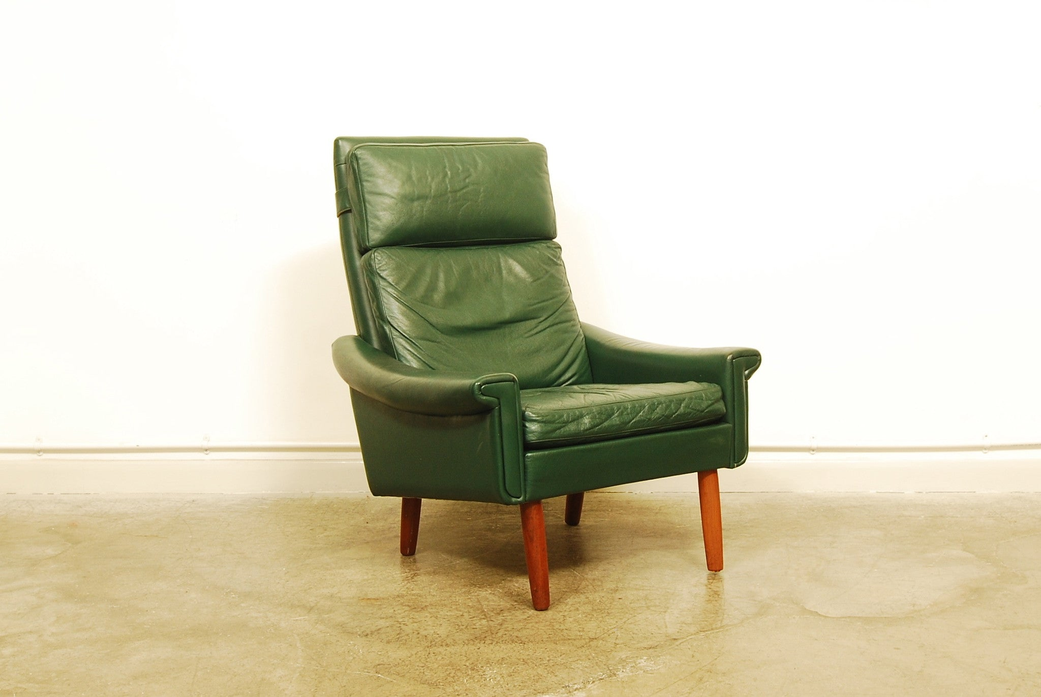 Not specified High back green leather lounge chair