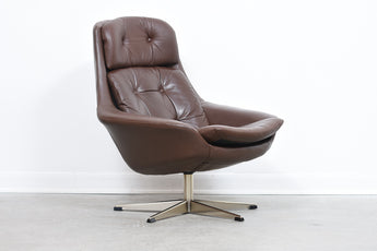 Leather swivel chair by H.W Klein