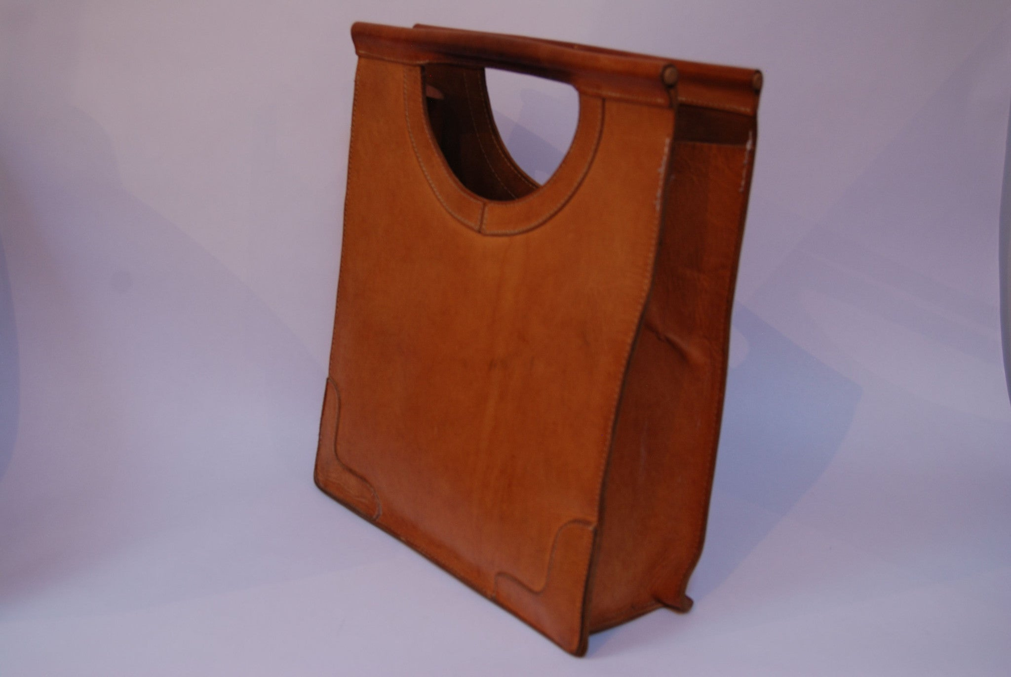 Vintage tan leather carry bag