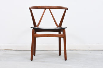 Eight available: Model 225 dining chair by Henning Kjærnulf