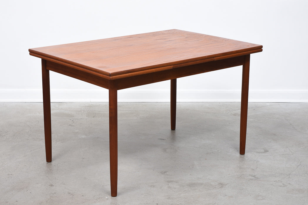 Extending rectangular dining table in teak