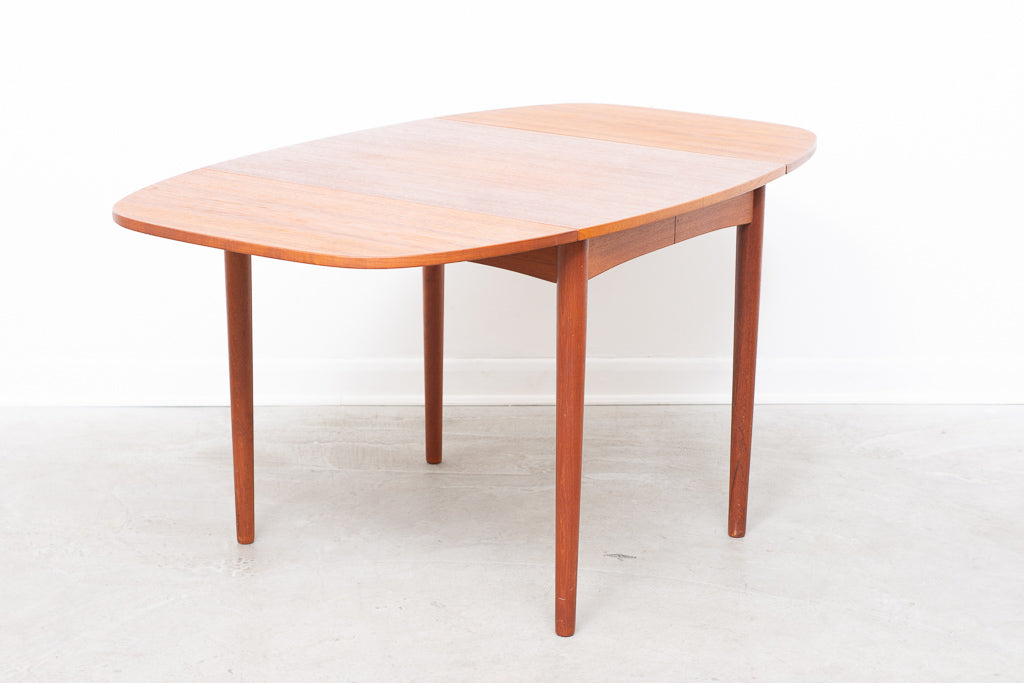 Extending square dining table with rounded edges