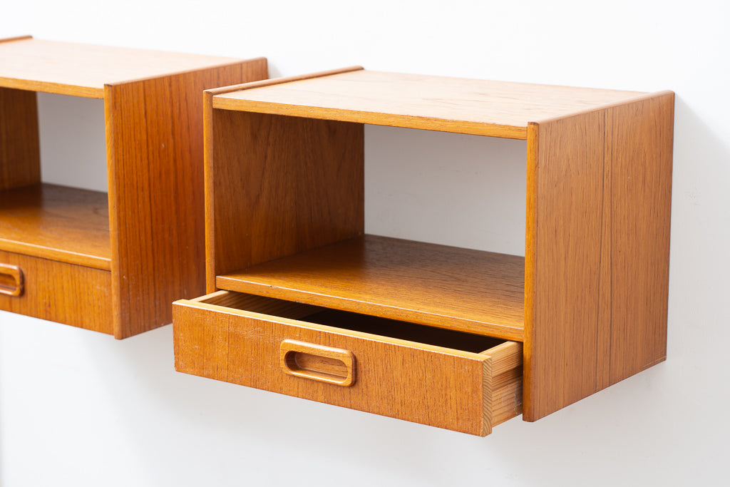 Wall-mounted bedside tables in teak