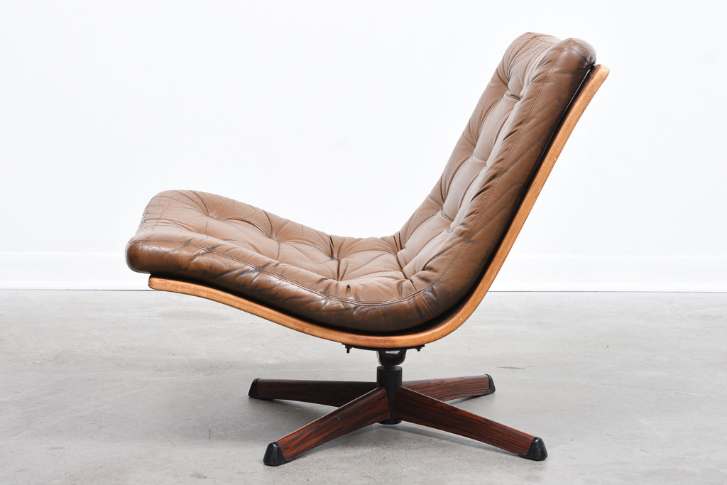 Vintage lounger on swivel base by Göte Möbler