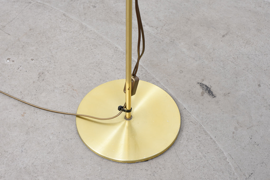 1970s twin-headed floor lamp with brass finish