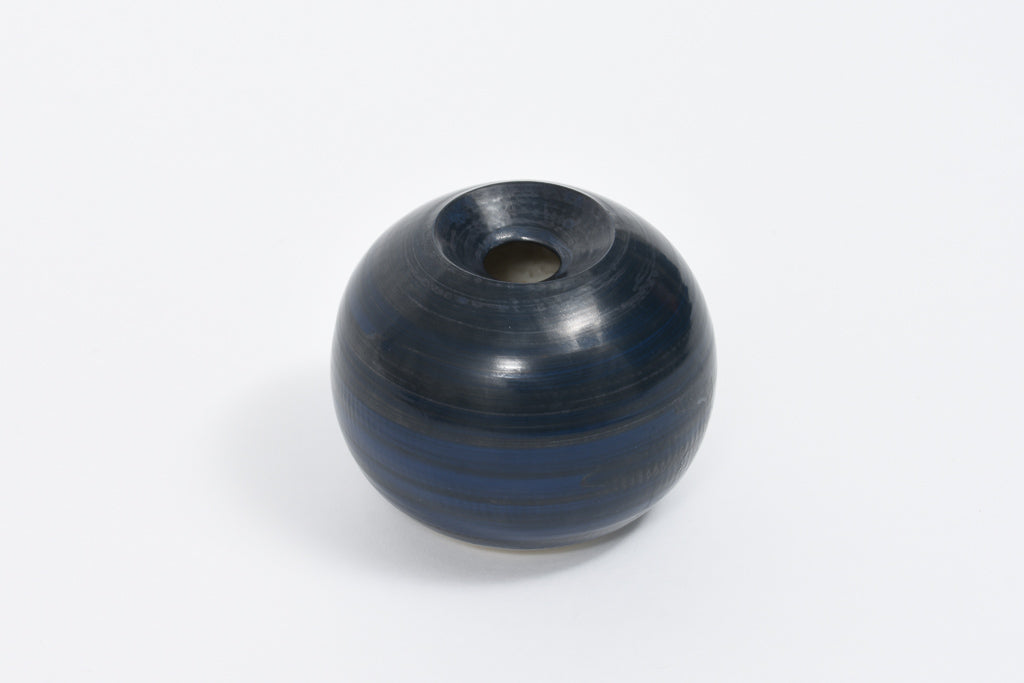 Ceramic bud vase by Susanne Bolt