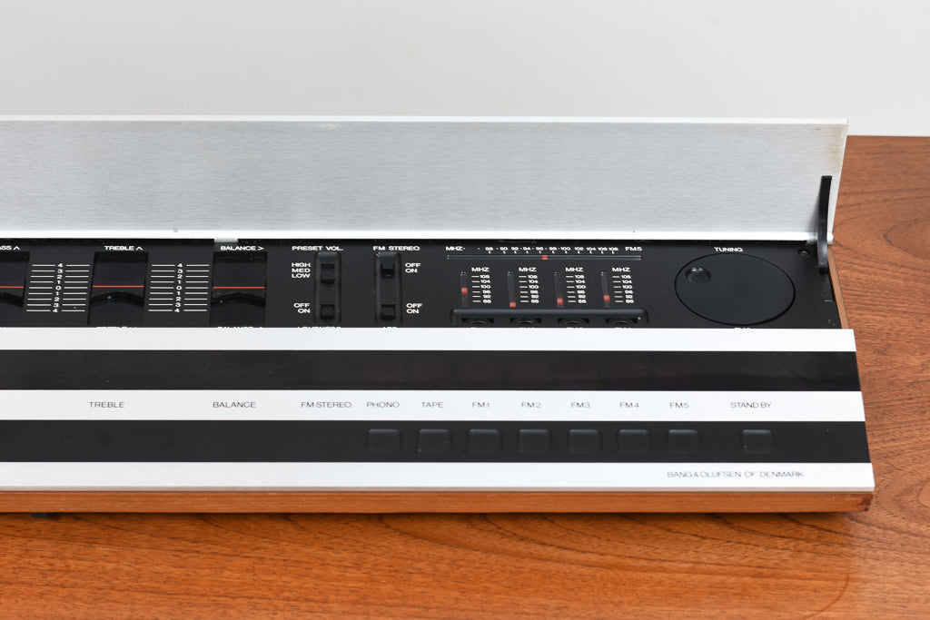 Vintage stereo receiver and speakers by Bang & Olufsen