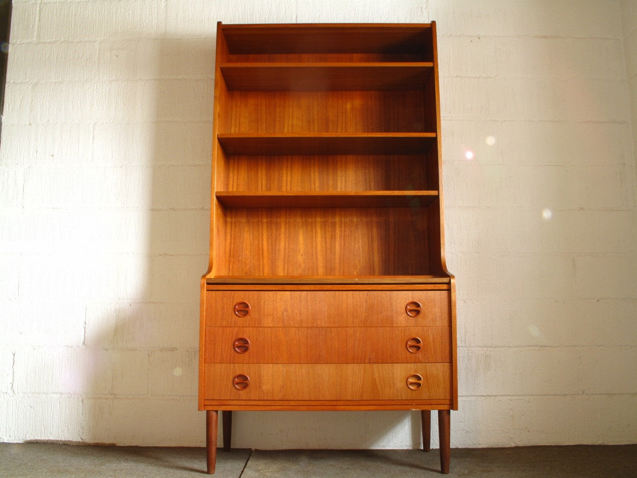 Bureau / bookshelf in teak