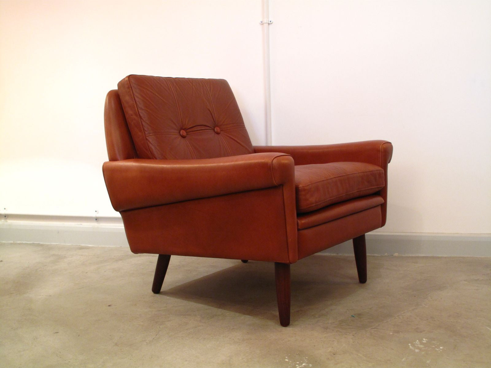 Chase & Sorensen Lowback caramel-colored lounge chair