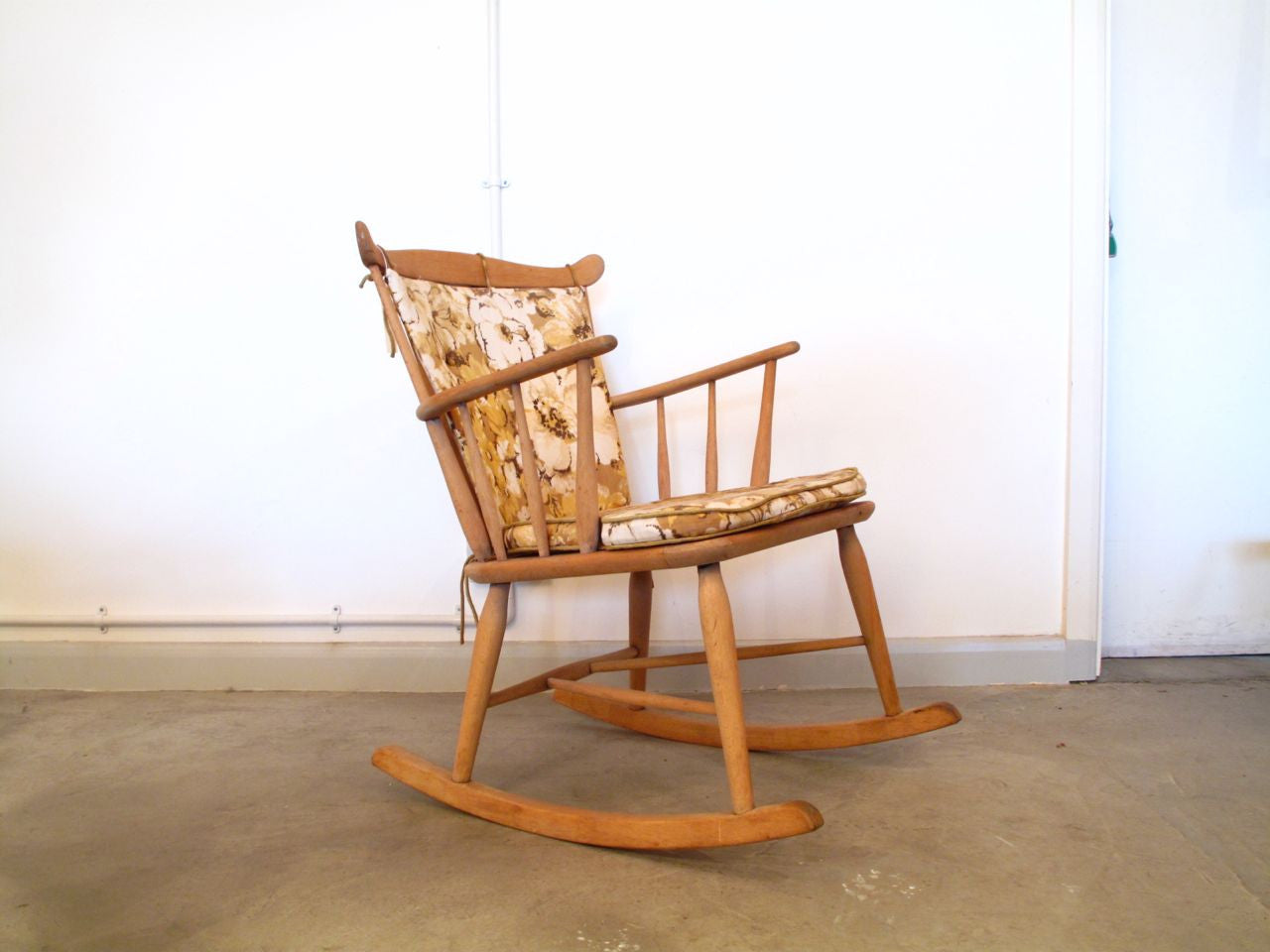 Beech rocking chair no. 2