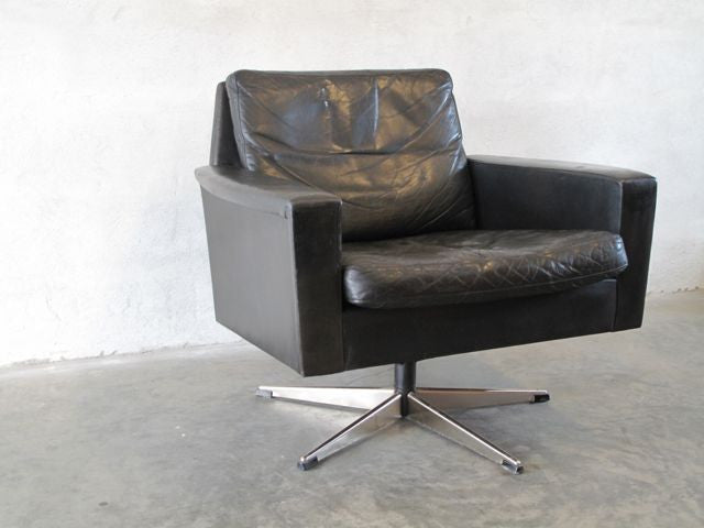 Lowback swivel chair in black leather