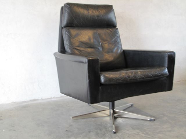 Highback swivel chair in black leather