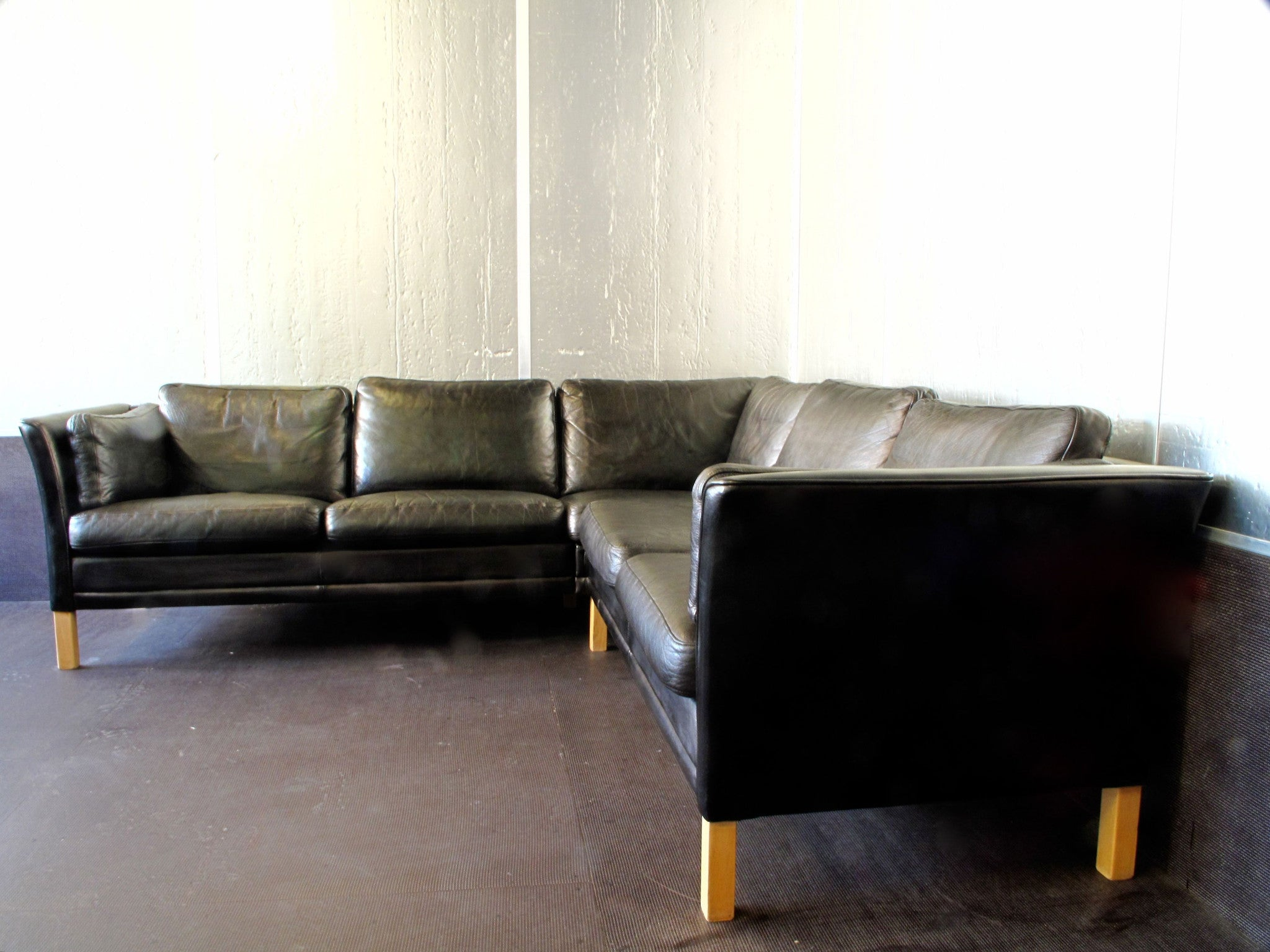 L-shaped leather sofa by Mogens Hansen