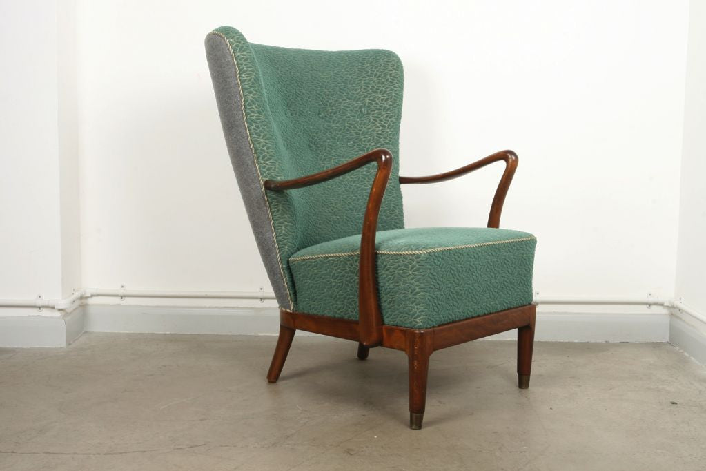Two-toned wingback lounger