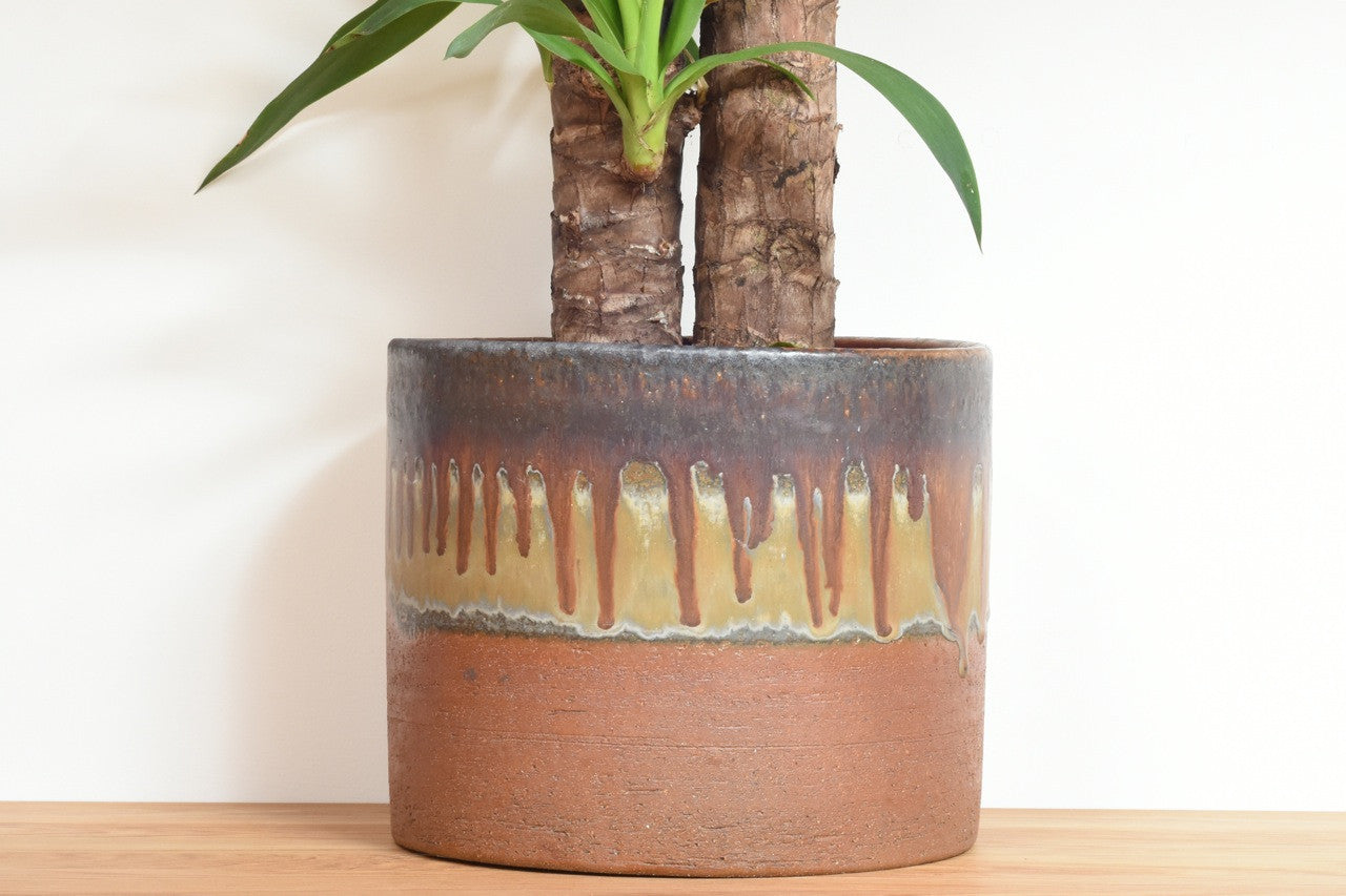 Large plant pot by Axella