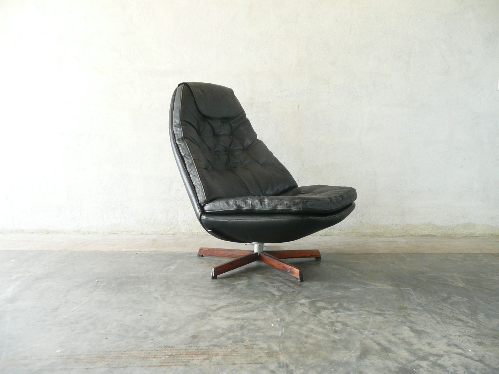 Reclining lounge chair by Madsen & Schubell