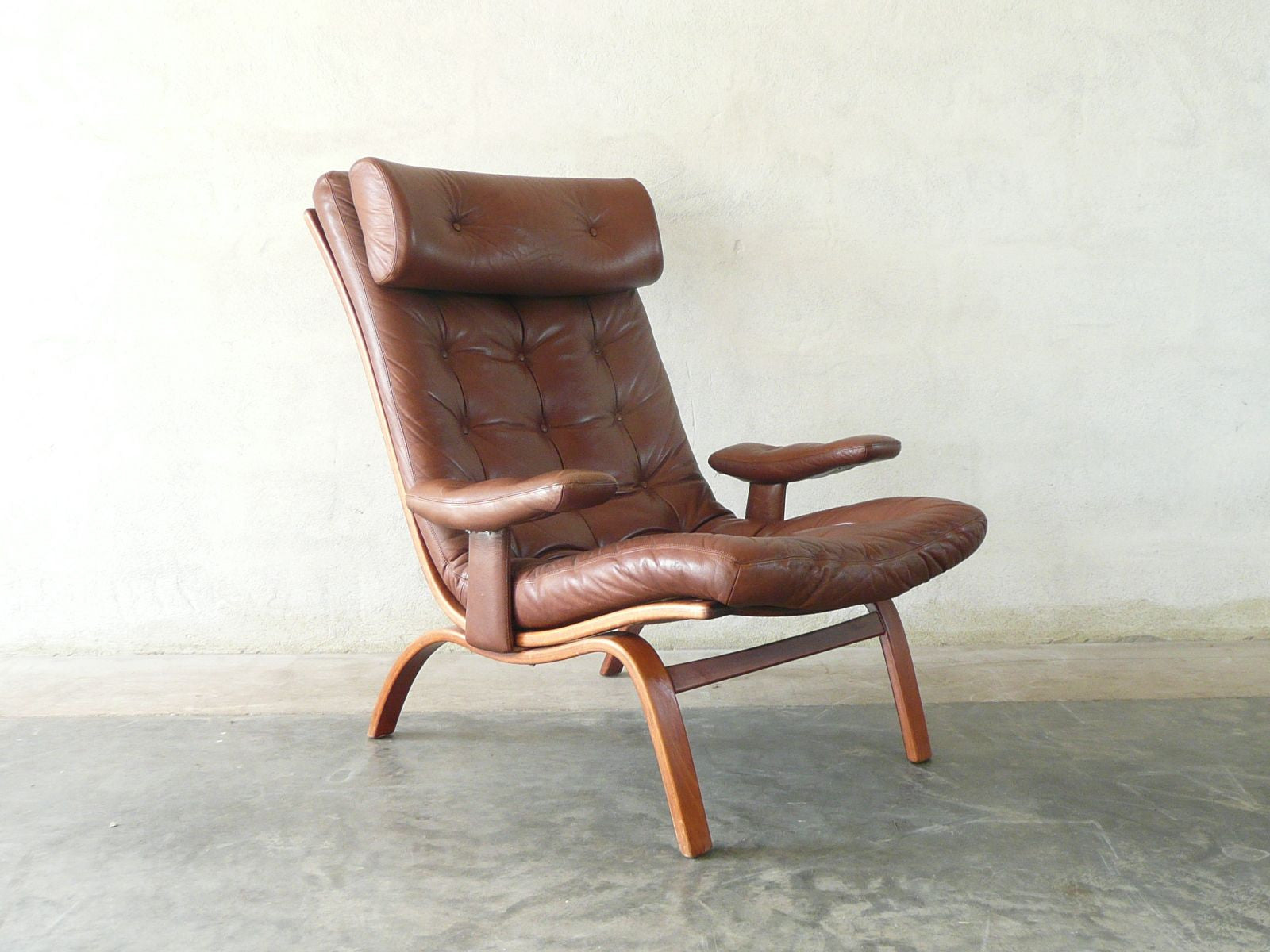 Highback lounge chair by Gothe