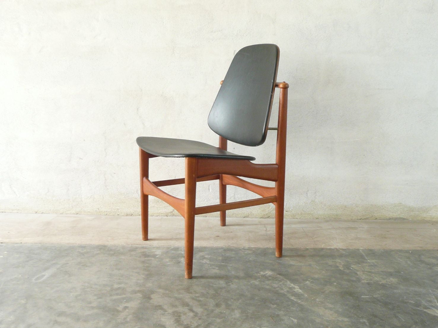 Pair of dining chairs by Arne Vodder