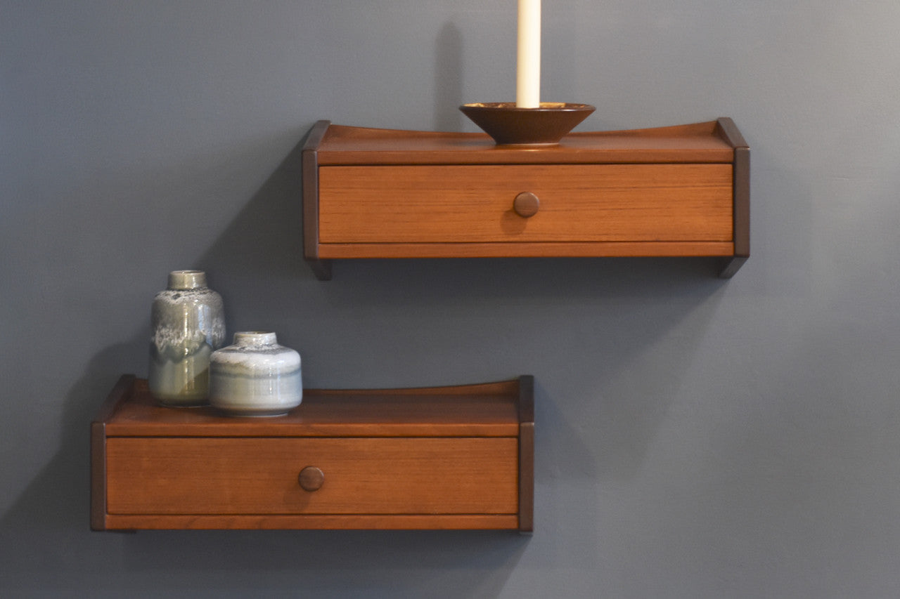 best sneakers 0d2da 4097a Pair of wall-mounted floating shelves in teak