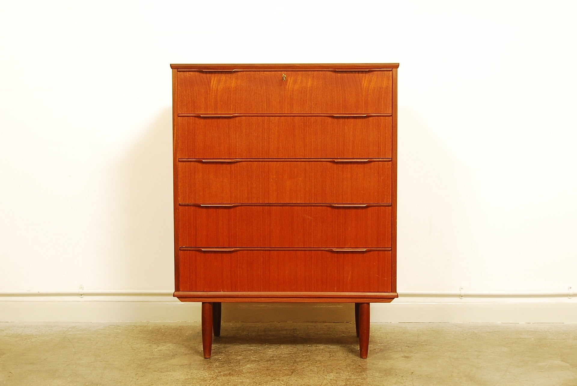 Chest of five deep drawers