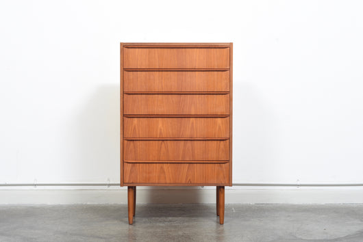 Narrow chest of six drawers
