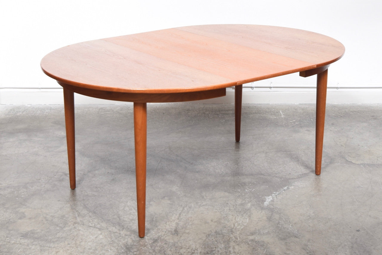 StentebjergJuly17 Extending circular dining table by Farstrup